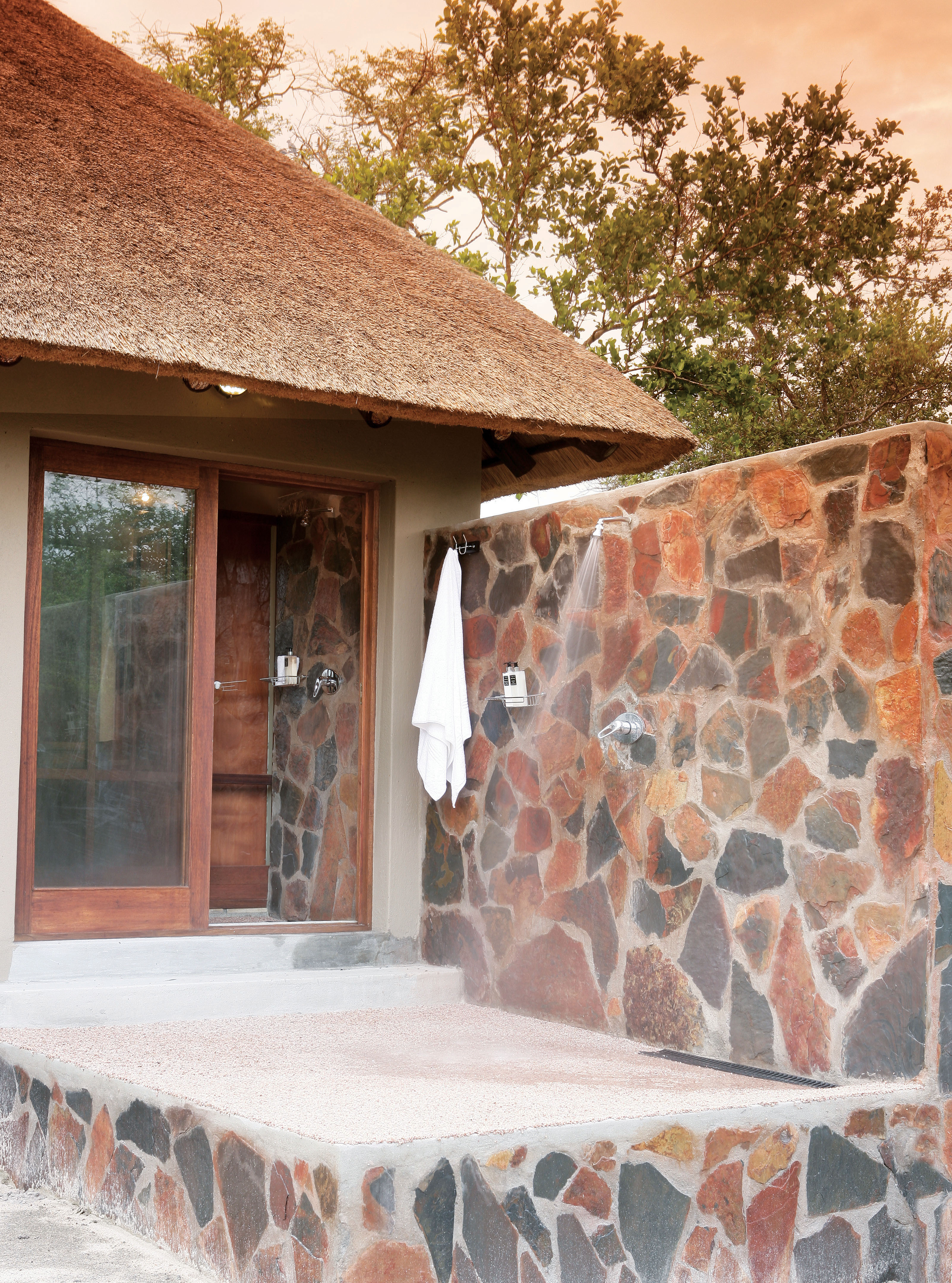 Arathusa-Outdoor shower of a bush-facing Luxury Suite