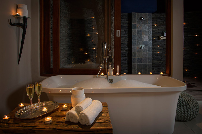 Arathusa water-facing Luxury Room, en suite bathroom