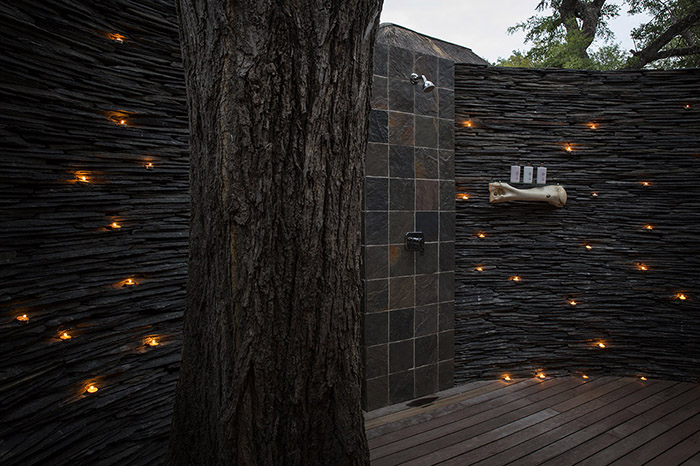 Watering-facing Luxury Suite, outdoor shower