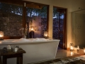 Water-facing Luxury Suite, en suite bathroom